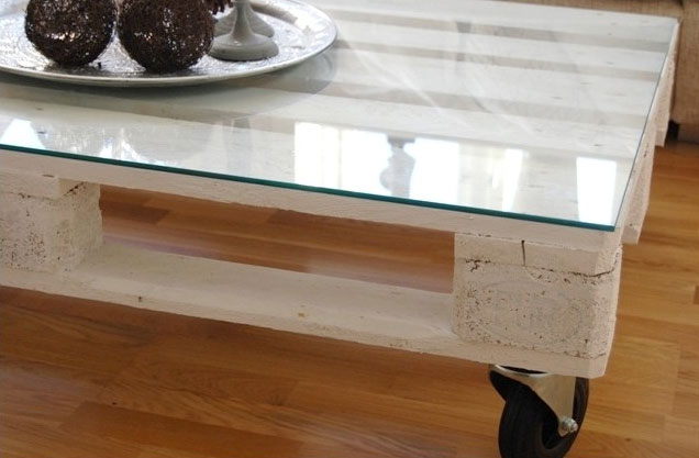 Picture of diy euro pallet coffee table - Table basse 50 euros ...