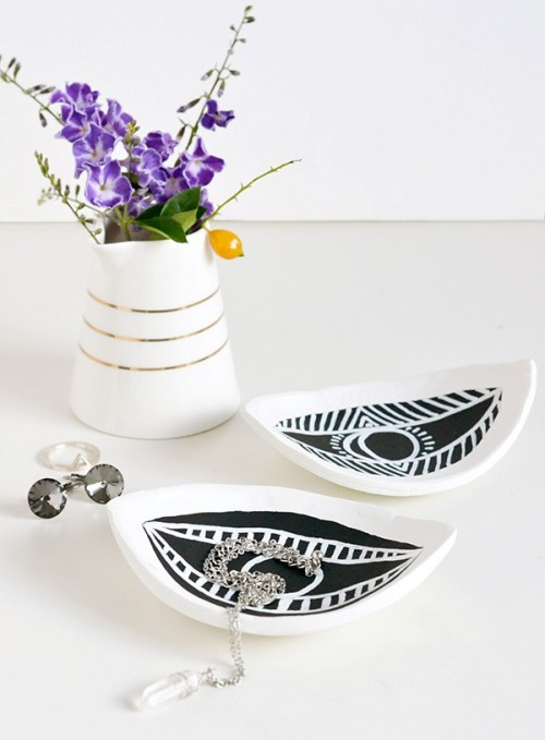 DIY Eye-Shaped Trinket Dish For Your Stuff
