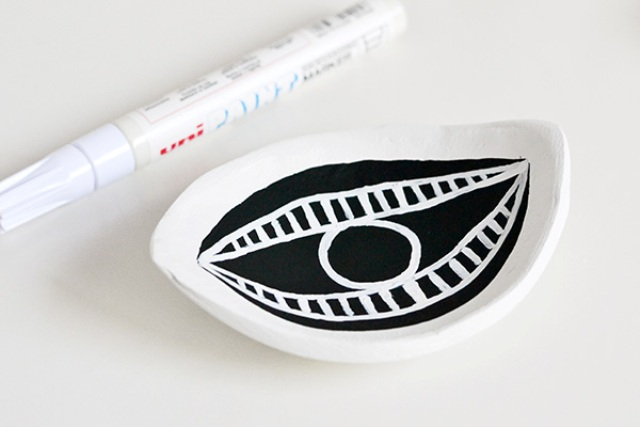 Picture Of diy eye shaped trinket dish for your stuff  8