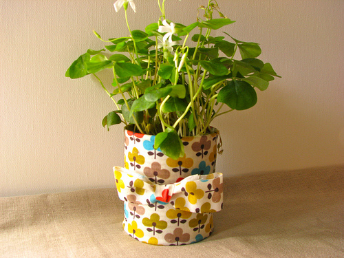 DIY Fabric Pots Made of Recycled Tin Cans