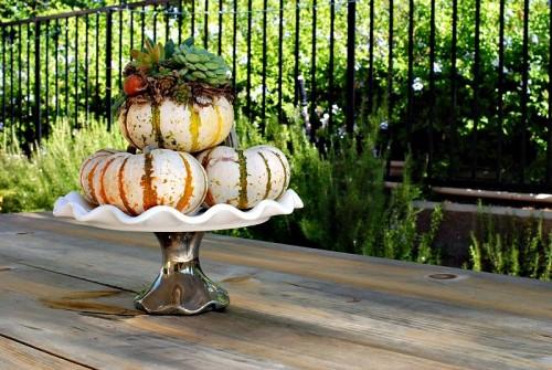succulent and pumpkin centerpiece (via itsallaboutthepretty)
