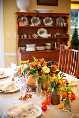 pumpkin and flower centerpiece (via elizabethannedesigns)