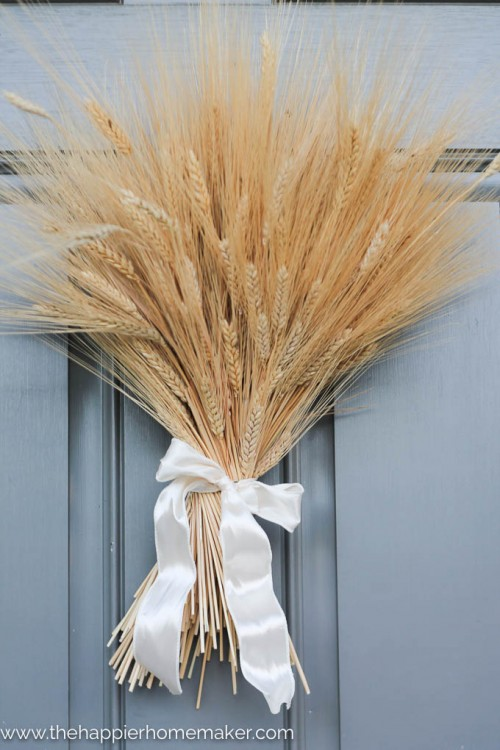 wheat bundle wreath (via thehappierhomemaker)
