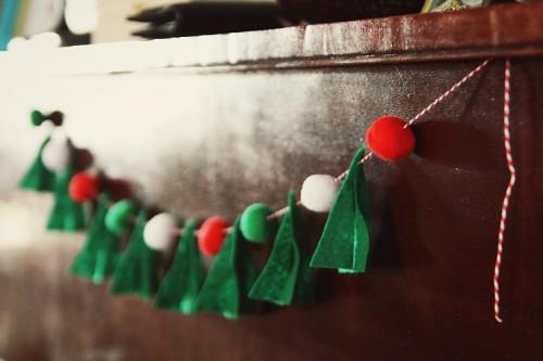 Diy Felt Christmas Tree Garland With Pompoms
