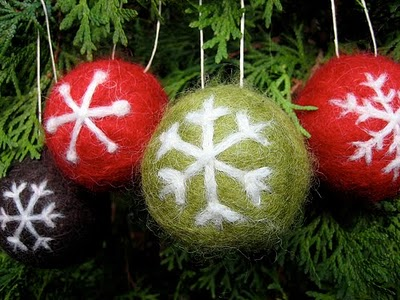 These ornaments are made of solid wool balls that were threw in the dryer to make them more dense. The motif were applied using needle felting. (via feltcafe)