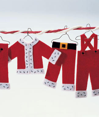 Make the whole Santa's wardrobe from red and white felt pieces. You could make a garland of them afterwards.