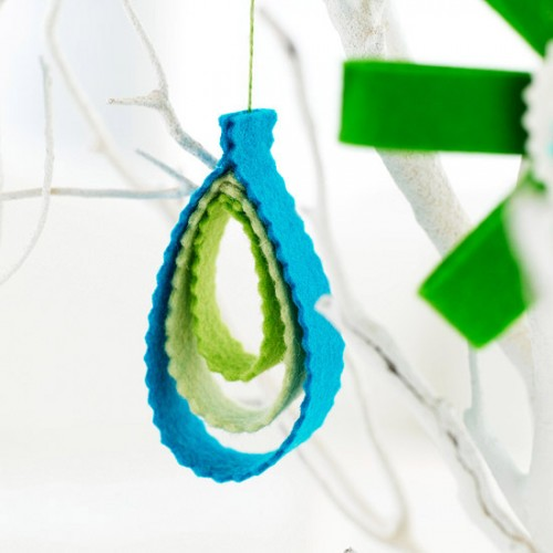 Super simple and elegant design of this felt ornament would add a charming touch to your decor.