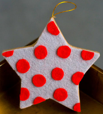 Polka dots make everything more cool and stylish. This star ornament is an easy cutout project, perfect for kdis.