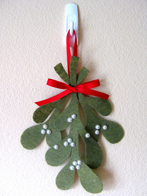 DIY Felt Mistletoe Ornament