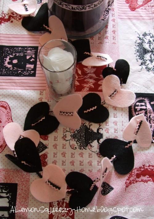 DIY Felt Heart Garland (via alemonsqueezyhome)