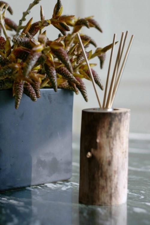 Diy Flower Vase Of A Small Wood Log Shelterness