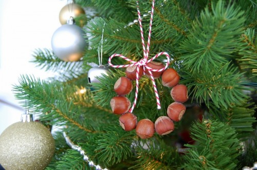 hazelnuts mini wreaths (via northstory)