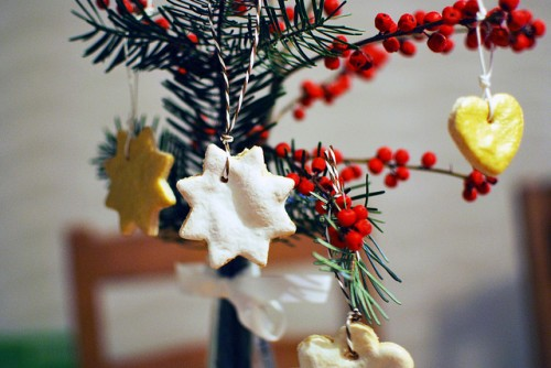 yummy cookie ornaments (via mitmilch)