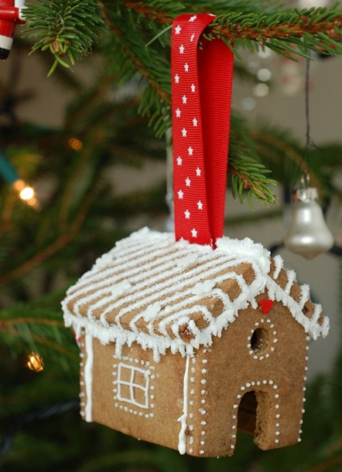 gingerbread house ornaments (via craftstorming)
