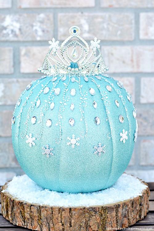 Frozen Elsa pumpkin (via apumpkinandaprincess)