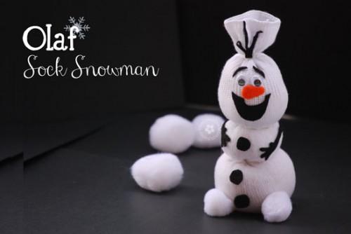 Olaf sock snowman (via onecreativemommy)
