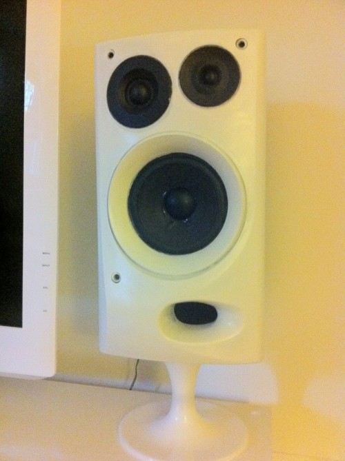 DIY Futuristic Speaker Stands From IKEA Lamps