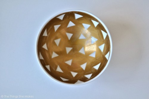 gold sharpie geo bowl (via thethingsshemakes)