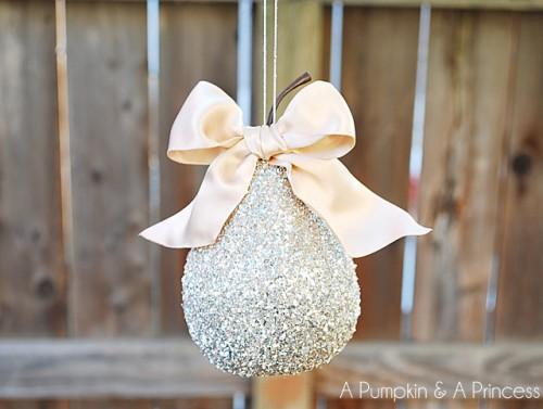 glass glitter pear (via apumpkinandaprincess)