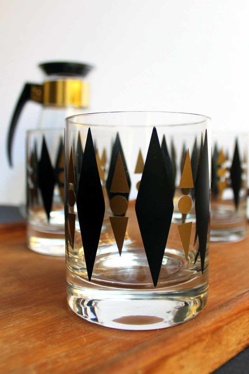 Picture Of diy gold and black retro cocktail glasses  3
