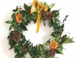 holly and citrus wreath (via gatheredthreads)
