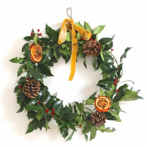 holly and citrus wreath (via gatheredthreads)