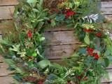 fresh greenery wreath (via gardentherapy)