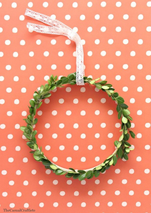 boxwood wreath (via thecasualcraftlete)