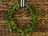 boxwood wire wreath (via viewalongtheway)