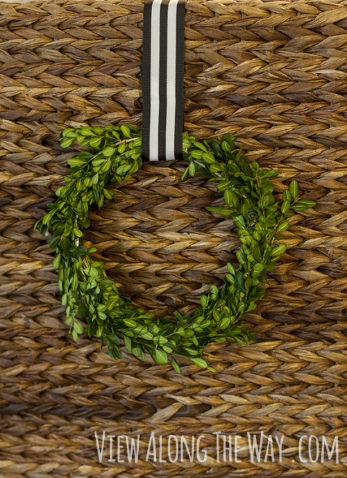 boxwood wire wreath (via viewalongtheway)