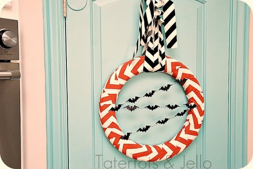 Awesome DIY Halloween Chevron Wreath