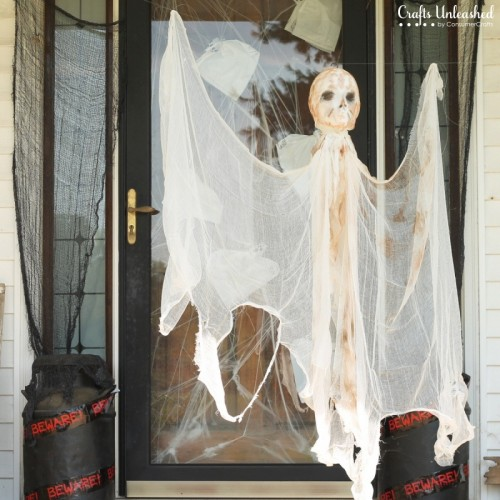 outdoor mummy decoration via craftsunleashed - Diy Halloween Outdoor Decorations