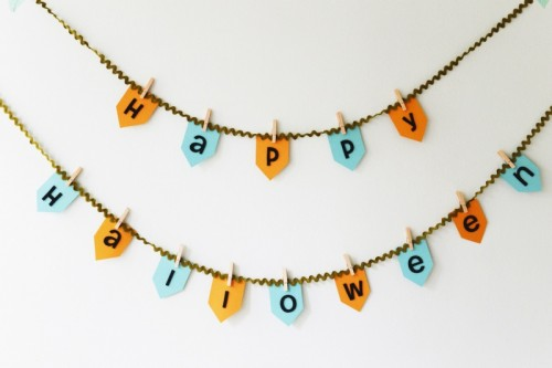 simple Halloween bunting (via shelterness)