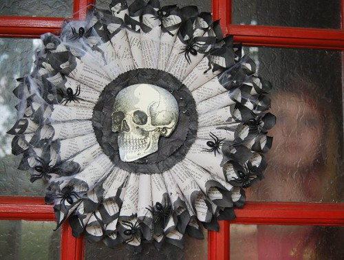 creepy Gothic wreath (via creativemeinspiredyou)