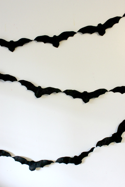 felt bat garland (via artfulparent)