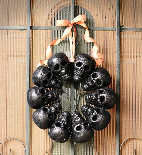 DIY Halloween Glitter Skull Wreath