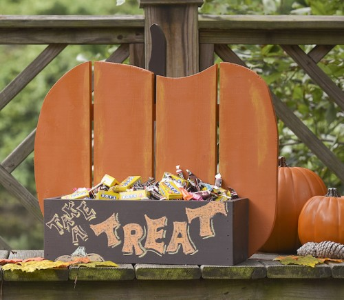 pumpkin treat stand (via modpodgerocksblog)