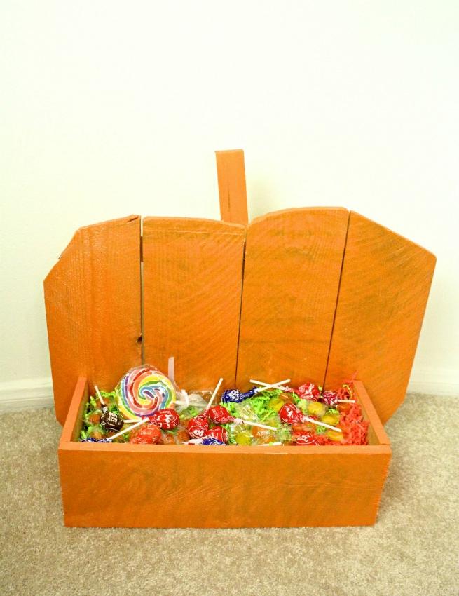 bold Halloween pumpkin stand