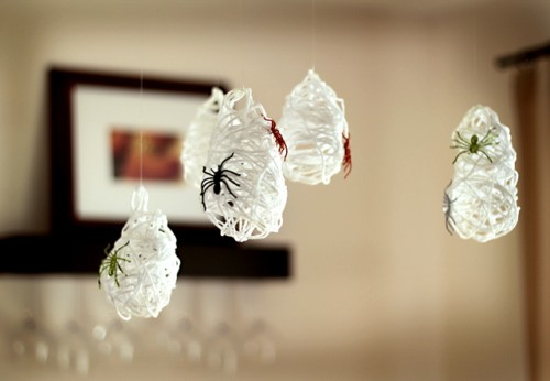 DIY Hanging Spider Sacks That Can Become A Cool Part Of Halloween Decor