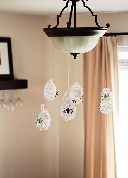 Diy Hanging Spider Sacks That Can Become Cool Part Of Halloween Decor