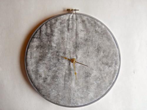 moon clock of a hoop (via runningwithagluegun)