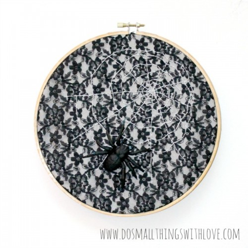 Halloween embroidery spider web (via dosmallthingswithlove)