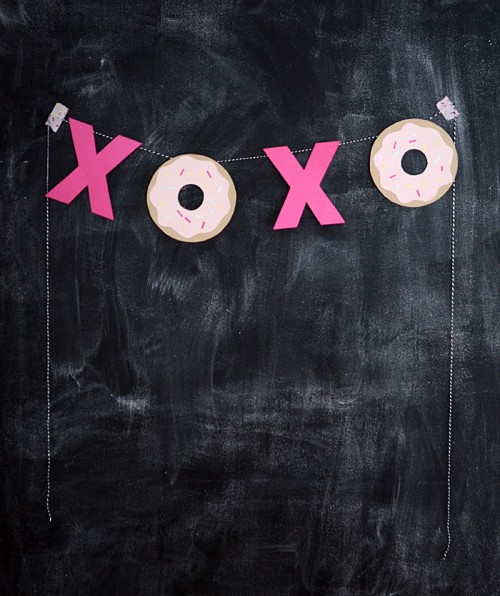 DIY Hugs, Kisses And Donuts Valentine Garland