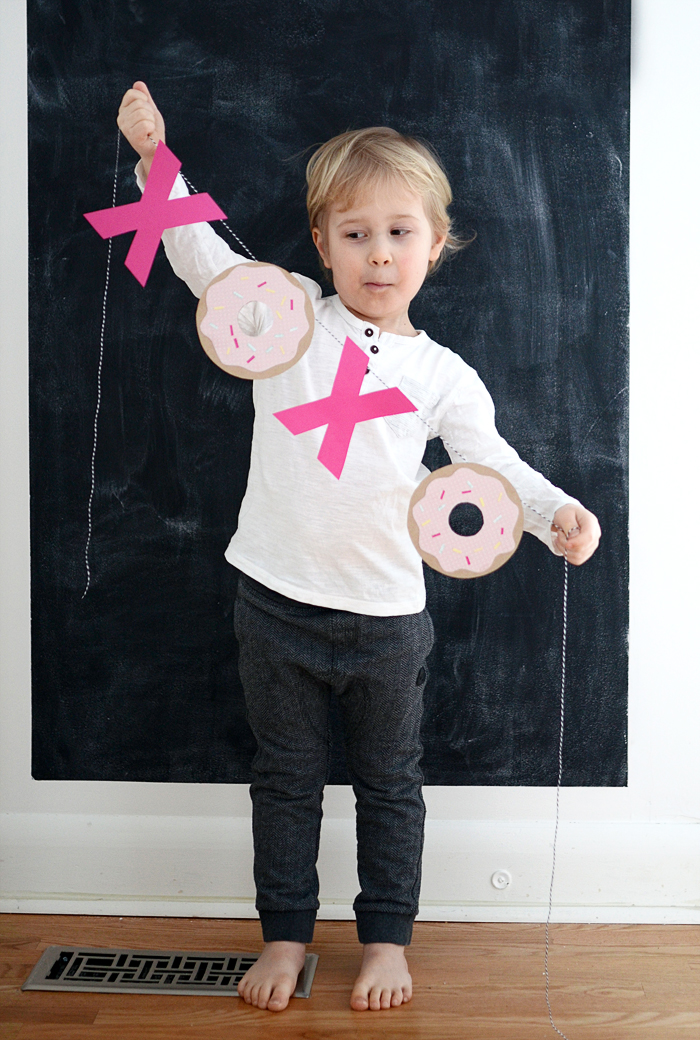 Picture Of diy hugs kisses and donuts valentine garland  3