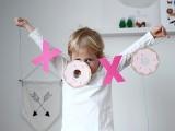 diy-hugs-kisses-and-donuts-valentine-garland-4
