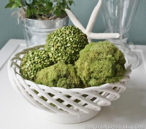 peas and moss balls for decor (via shelterness)