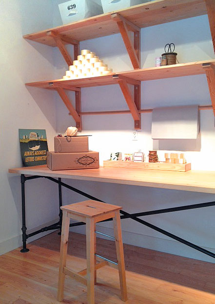 plumbing pipe desk (via cafecartolina)