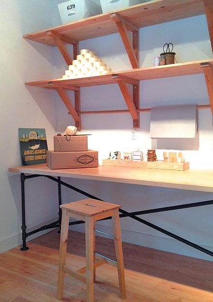 plumbing pipe desk via cafecartolina