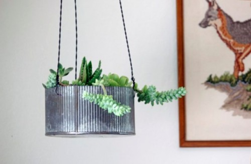Diy hanging planters archives shelterness - Metal hanging planter ...