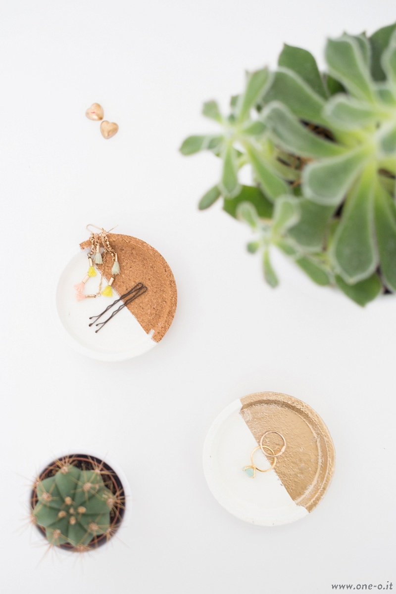 Picture Of diy jewelry dishes from cork coasters  1